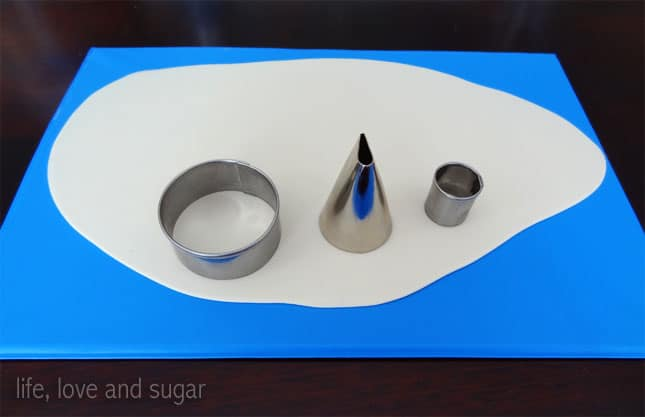 image of fondant and circle cutters