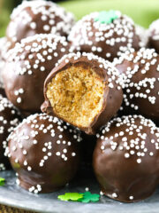 Baileys Cookie Balls - no bake, easy to make and so delicious! Great for St Patricks Day!