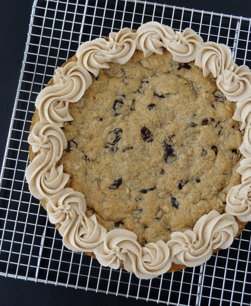Thick and Chewy Oatmeal Raisin Cookie Cake with Cinnamon Maple Icing ...