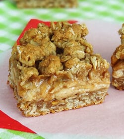 Cinnamon_Apple_Oatmeal_Cheesecake_bars-featured