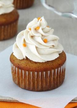 Pumpkin Cupcake with Maple Cinnamon Cream Cheese Icing
