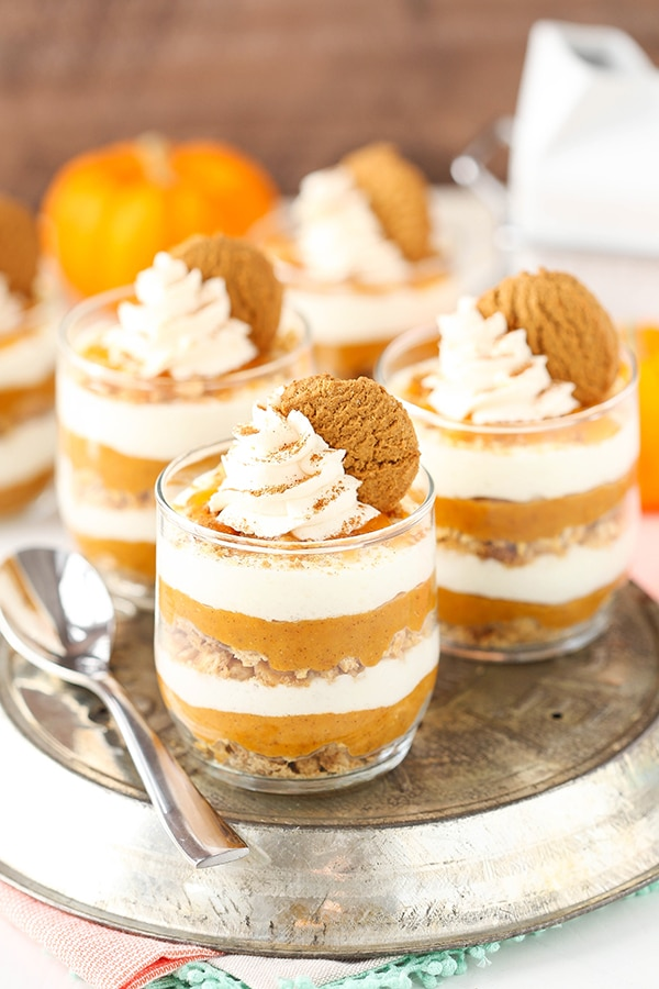 No Bake Pumpkin Pie in a Jar - layers of marshmallow mousse, graham cracker and gingersnaps, and pumpkin!