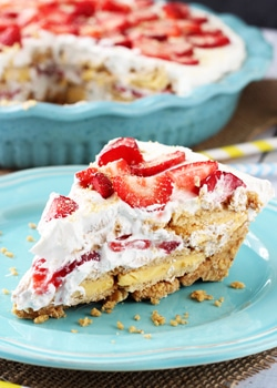 No_Bake_Strawberry_Lemon_Cookie_Pie-featured