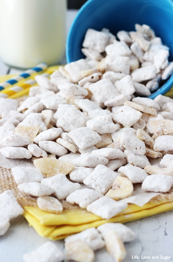 Image of a Pile of Banana Pudding Puppy Chow