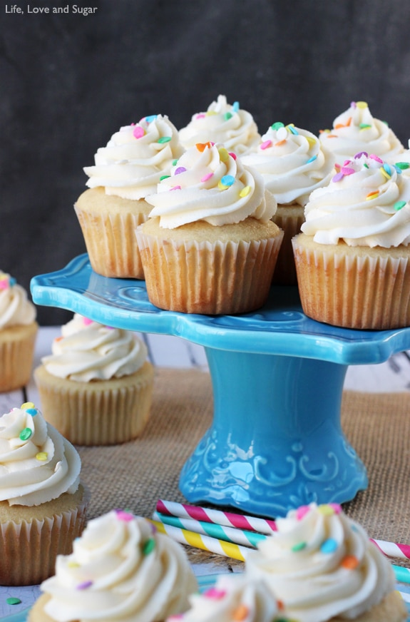The Perfect Moist Fluffy Vanilla Cupcakes So Good