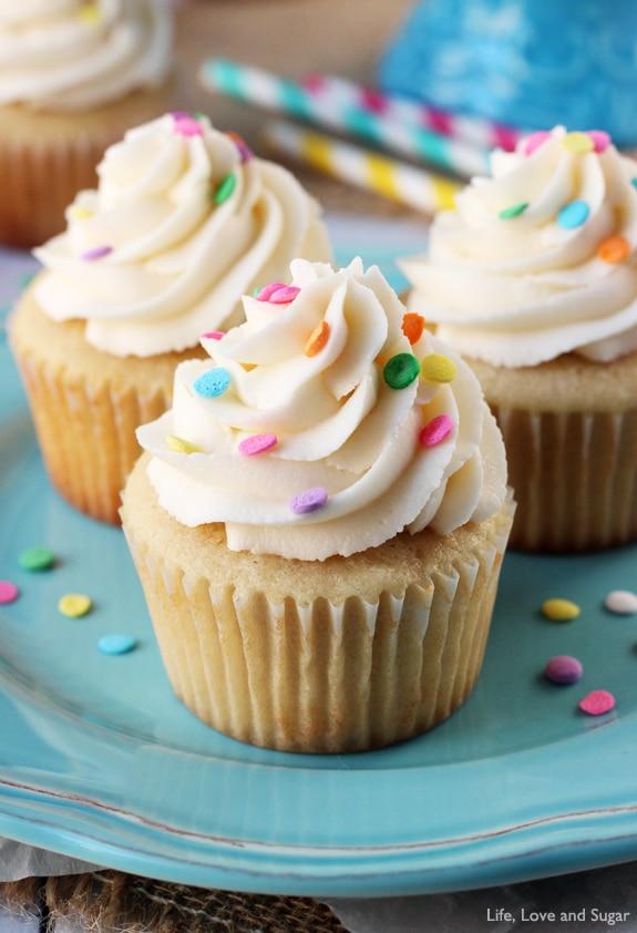 Perfect_Moist_Fluffy_Vanilla_Cupcakes5