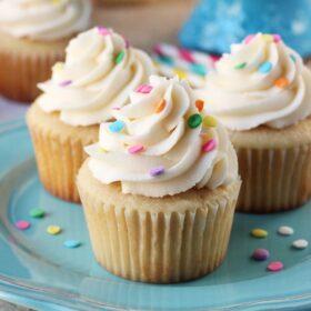 Perfect_Moist_Fluffy_Vanilla_Cupcakes6