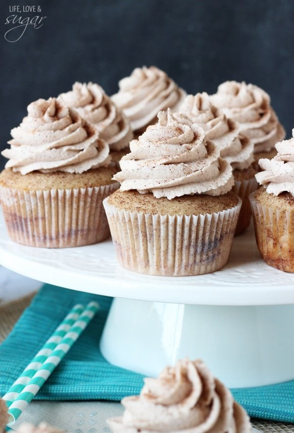 Cinnamon Sugar Swirl Cupcakes - layers of cinnamon swirled in the cupcake and cinnamon sugar icing!