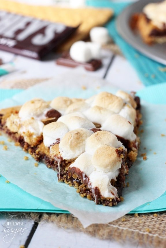 Cookie pizza recipe with marshmallows
