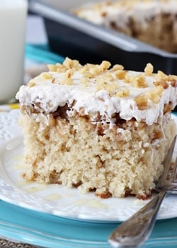 Baklava_Poke_Cake-featured