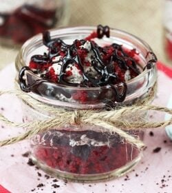 Red_Velvet_Oreo_Trifle_in_a_Jar-featured