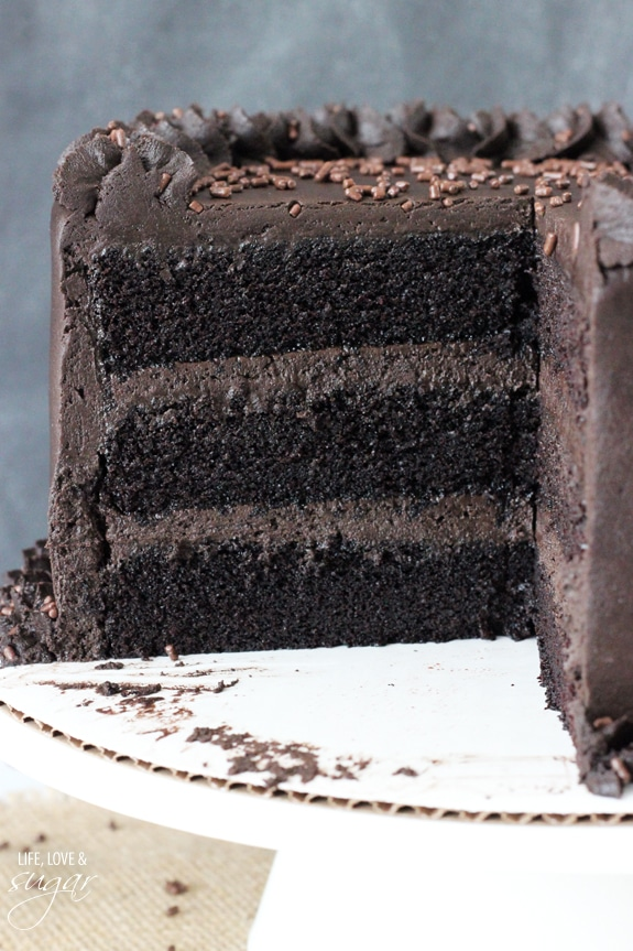 Best Moist Chocolate Cake - such an easy chocolate cake to make!