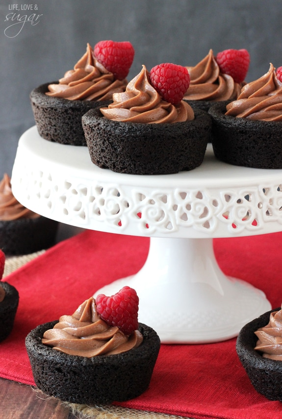 Nutella Cheesecake Chocolate Cookie Cups on a white cake stand