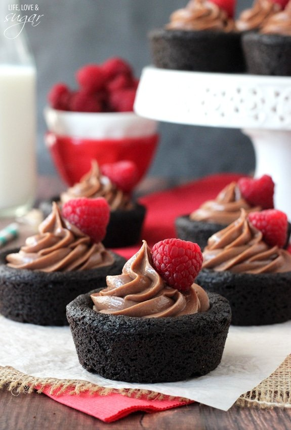 Nutella Cheesecake Chocolate Cookie Cups on burlap