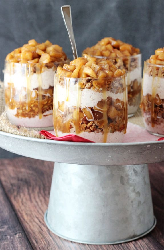 Trifles de maçã caramelada - camadas de granola, chantilly, canela e caramelo!