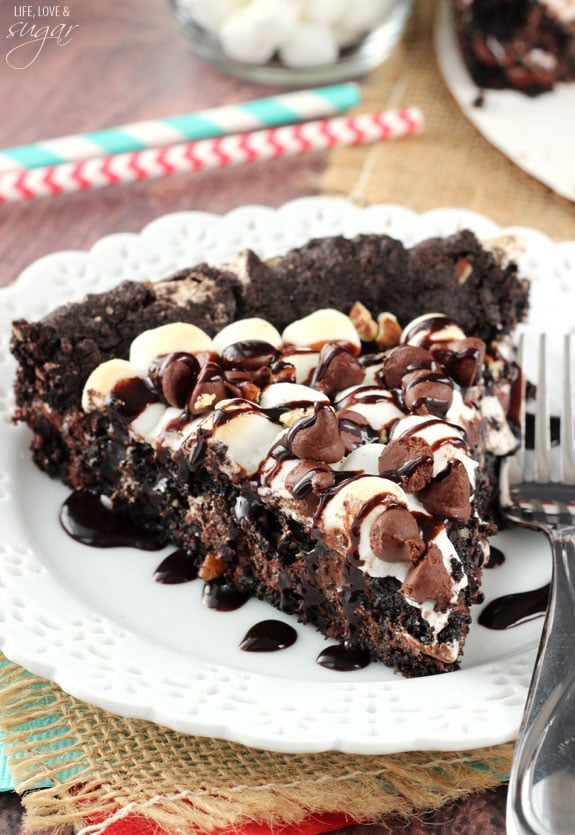 Rocky Road Cookie Cake - a warm, gooey, chocolatey cookie cake full of ...