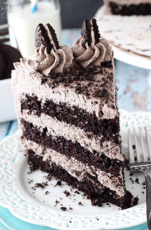 Chocolate Oreo Cake is to die for! A moist chocolate cake full of Oreo ...