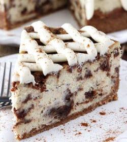 Cinnamon_Roll_Cheesecake-featured