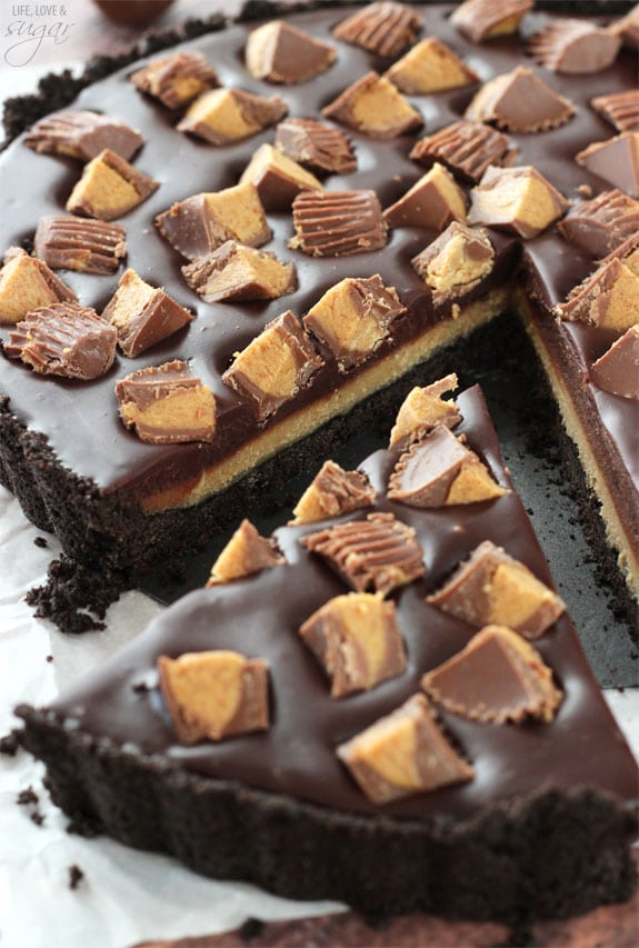 Reeses Chocolate Peanut Butter Tart - Oreo crust filled with chocolate and peanut butter ganache! No bake, so easy and delicious!