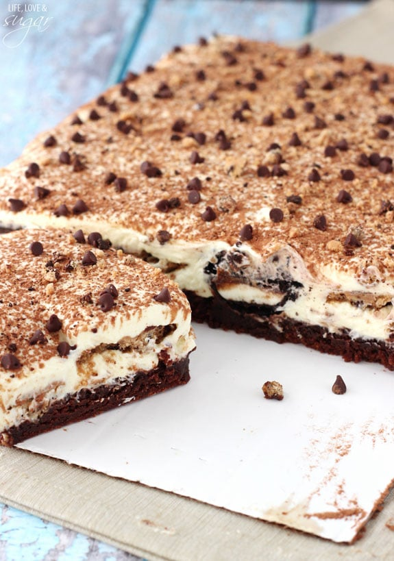 Oreo Brookie Tiramisu - a layer of brownie drizzled with Kahlua and espresso, tiramisu filling, Oreos and chocolate chip cookies dipped in more espresso and Kahlua! Amazing!