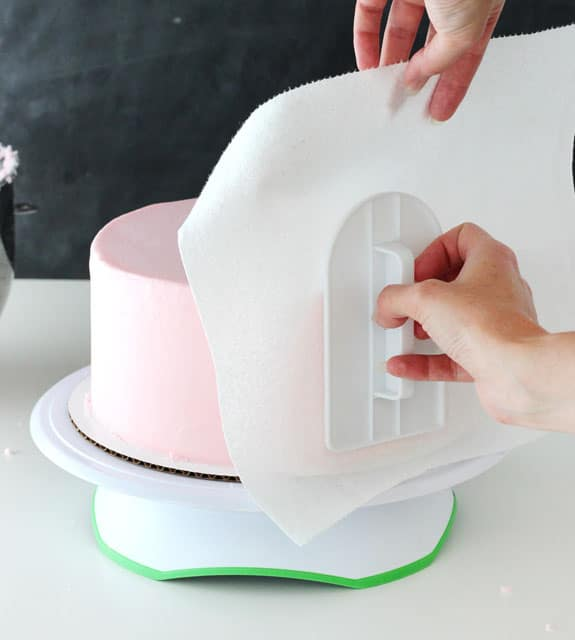 How To Smooth Cake Icing With A Paper Towel