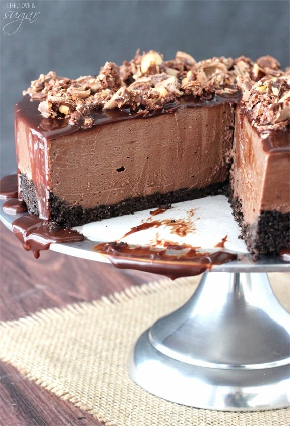 No Bake Nutella Cheesecake - smooth, creamy and amazing! Topped with Nutella ganache and Ferrero Rocher!