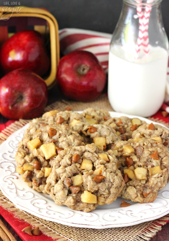 Apple Cinnamon Oatmeal Cookies - Oatmeal cookies full of apple and cinnamon chips! So moist, chew and the perfect fall cookie!