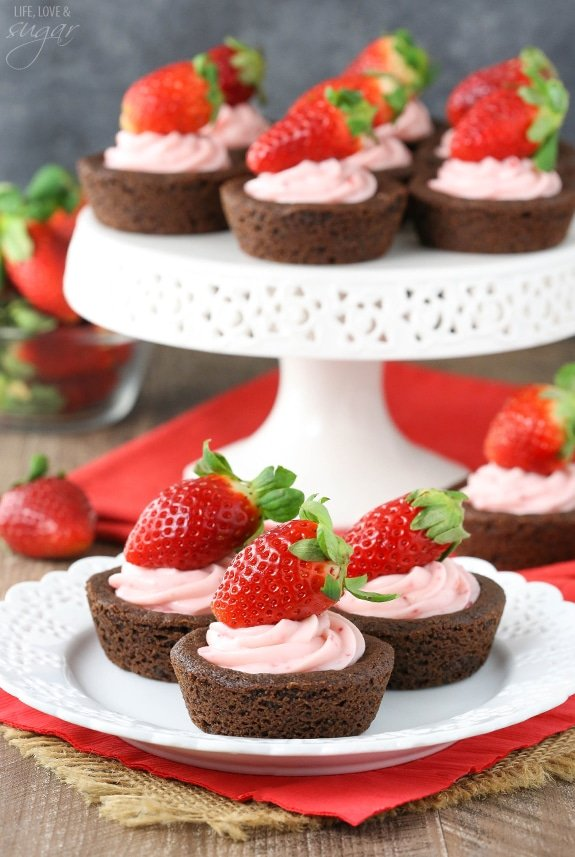 Strawberry Cheesecake Chocolate Cookie Cups - easy to make, delicious ...