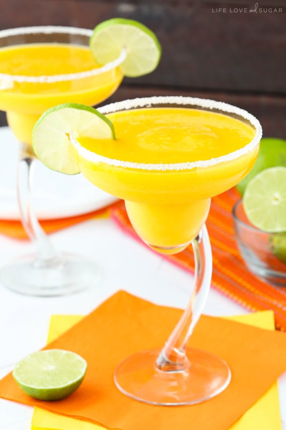Mango Margaritas - the perfect frozen drink for summer!