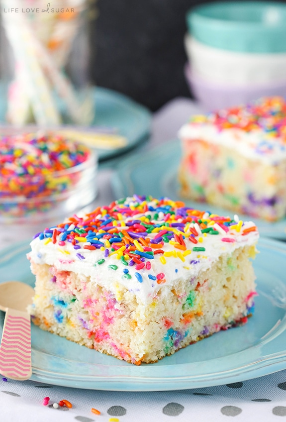 Easy Homemade Funfetti Cake - a delicious homemade funfetti cake!