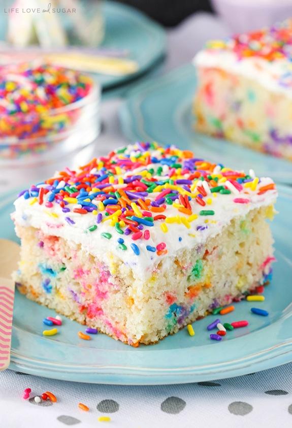 Easy Homemade Funfetti Cake - a delicious homemade funfetti cake!