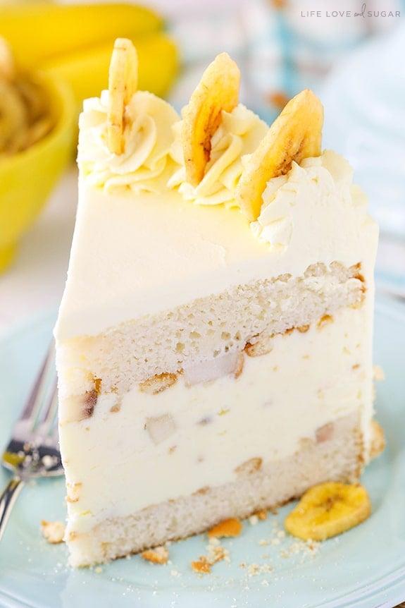 Banana Pudding Ice Cream Cake - moist vanilla cake filled with banana pudding ice cream, sliced bananas and vanilla wafers! No churn and so good!