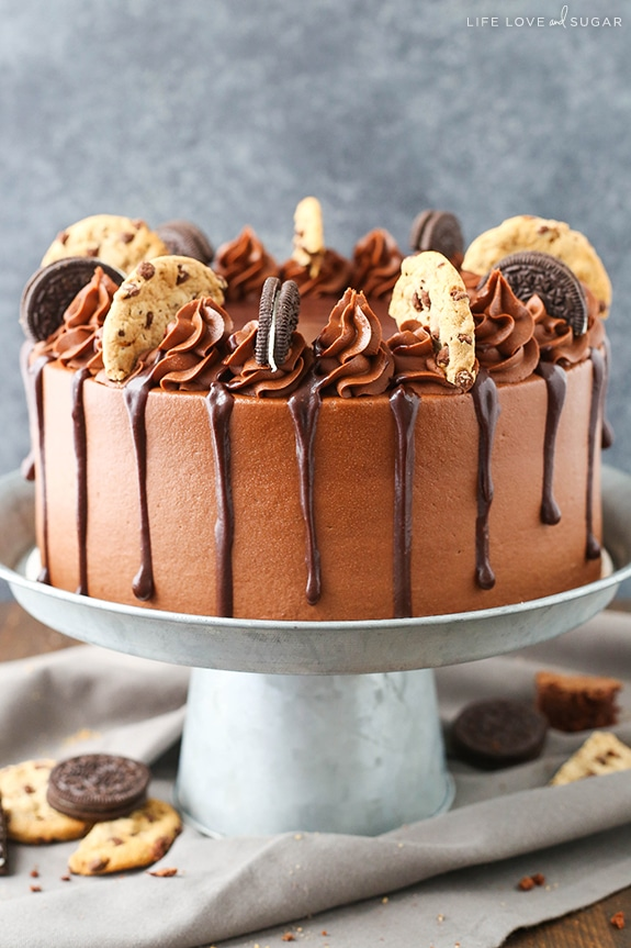 Oreo Brookie Layer Cake - a layer of chocolate chip cookie cake, oreo cake, and a fudgey chocolate brownie! All my favorite things in one AMAZING cake!