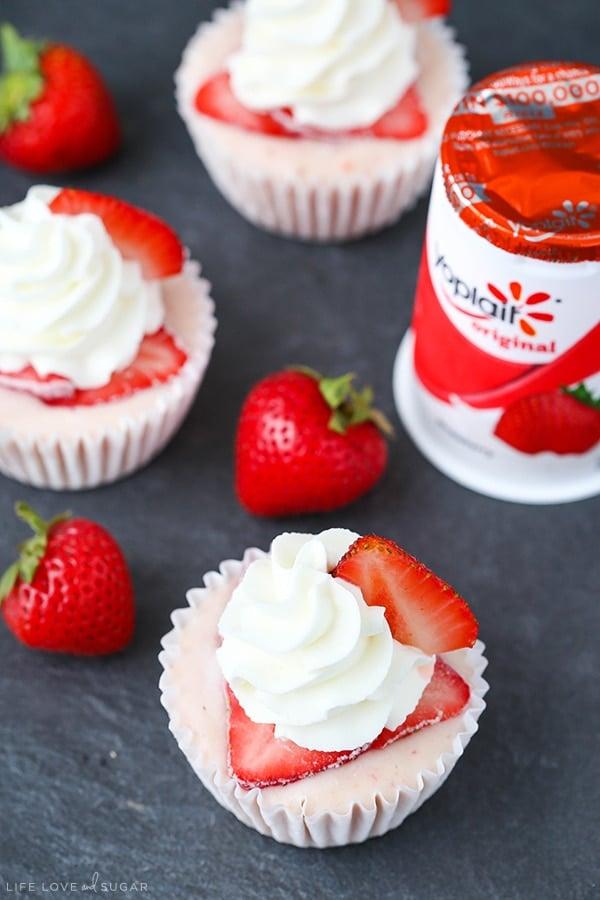 Strawberry Banana Frozen Yogurt Cupcakes