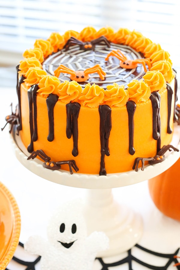 Halloween Party! Love this Spiderweb Chocolate Cake!