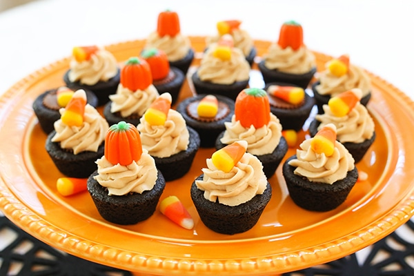 Halloween Party! Love these chocolate peanut butter cookie cups!