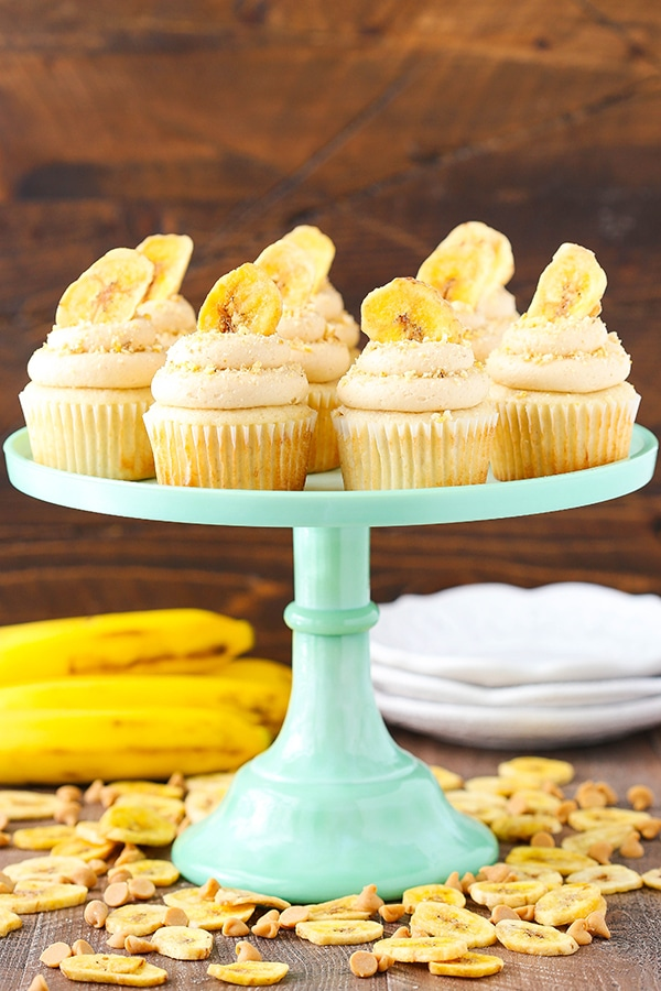 Peanut Butter Banana Cupcakes - moist, fluffy banana cupcakes with peanut butter cream cheese frosting!