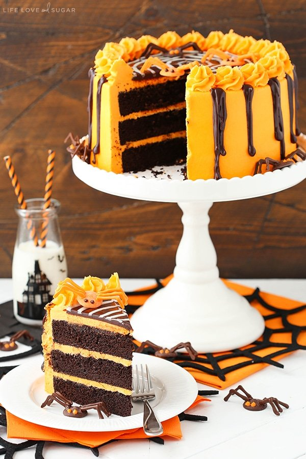 Spiderweb Chocolate Cake with Vanilla Frosting! So fun for Halloween!