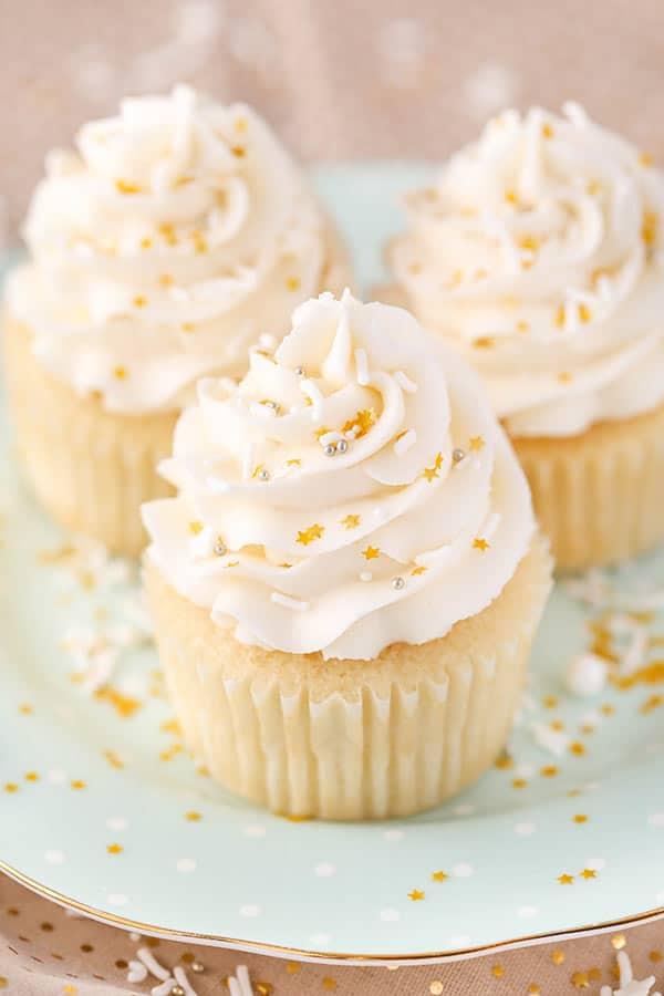 Easy Vanilla Cupcake Recipe Moist Amp Fluffy Vanilla Cupcake