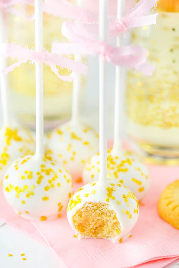 No Bake Champagne Cookie Balls - made with Walkers Shortbread and champagne! Only 5 ingredients! So good!