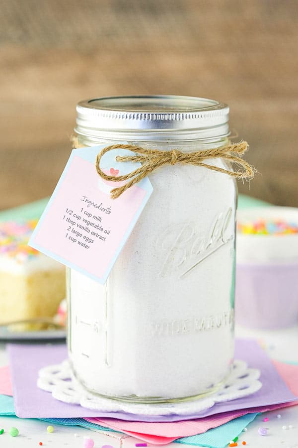 Homemade Vanilla Cake Mix! Such a moist and easy cake to put together! With a printable tag!