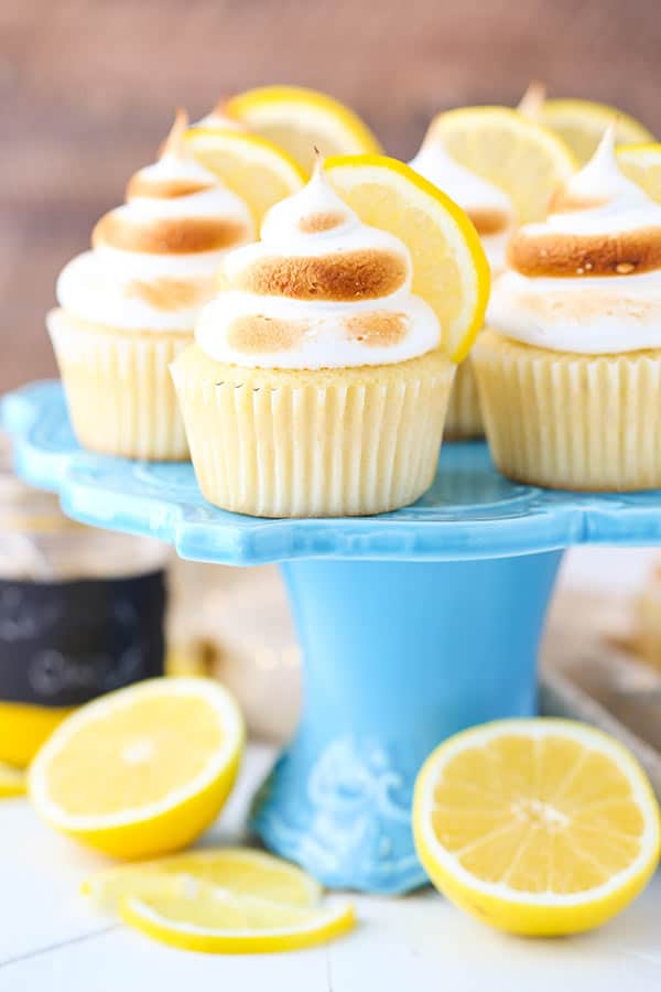 Lemon Meringue Cupcakes - light, fluffy and moist lemon cupcake with lemon curd filling and meringue frosting on top!