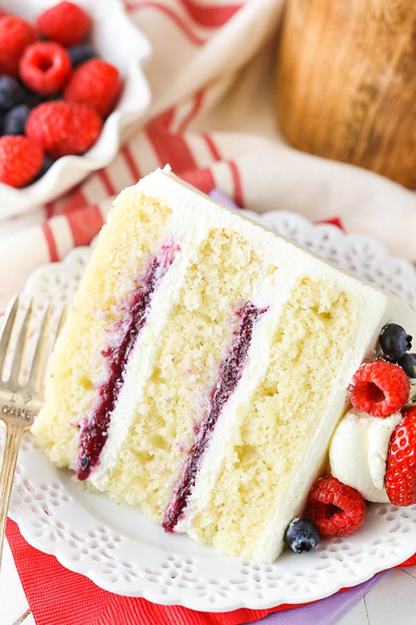 Mascarpone cake with berries