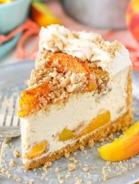 Bourbon Peach Streusel Cheesecake - peaches, cinnamon, brown sugar and bourbon in one amazing cheesecake!