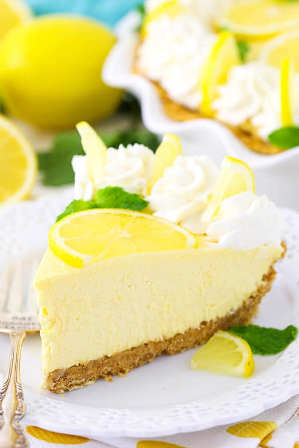 Lemon Mascarpone Cream Pie - light, creamy, easy to make and great for summer!