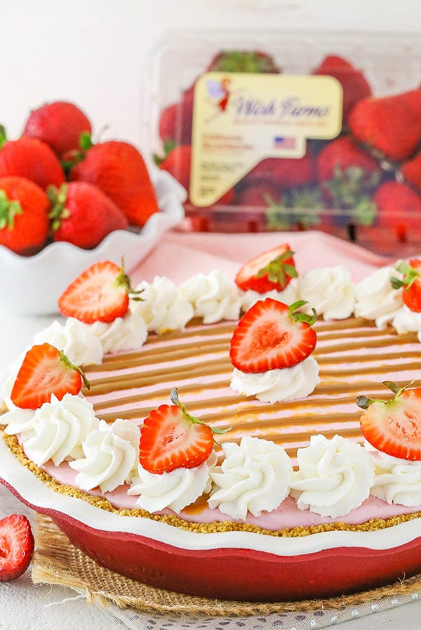Strawberry Dulce De Leche Ice Cream Pie - no churn strawberry ice cream with freshly sliced strawberries and dulce de leche!