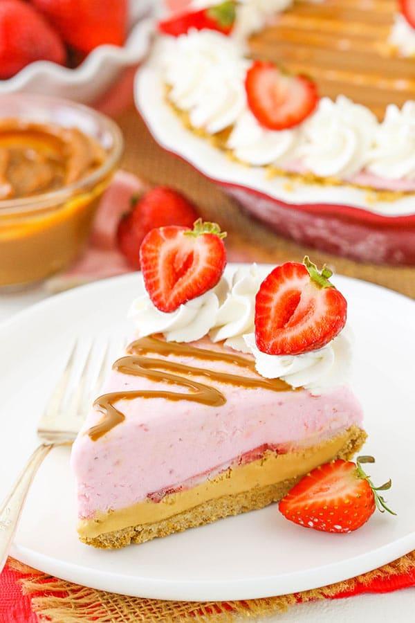 Strawberry Dulce De Leche Ice Cream Pie - no churn strawberry ice cream with freshly sliced strawberries and dulce de leche!