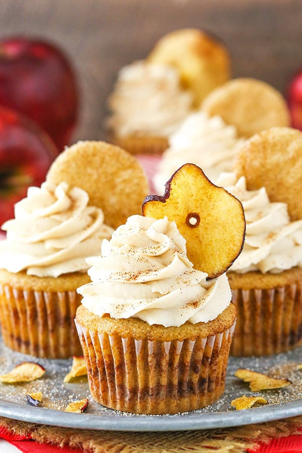 Apple Snickerdoodle Cupcakes - apple cupcakes layered with cinnamon sugar! Great for fall and Thanksgiving!