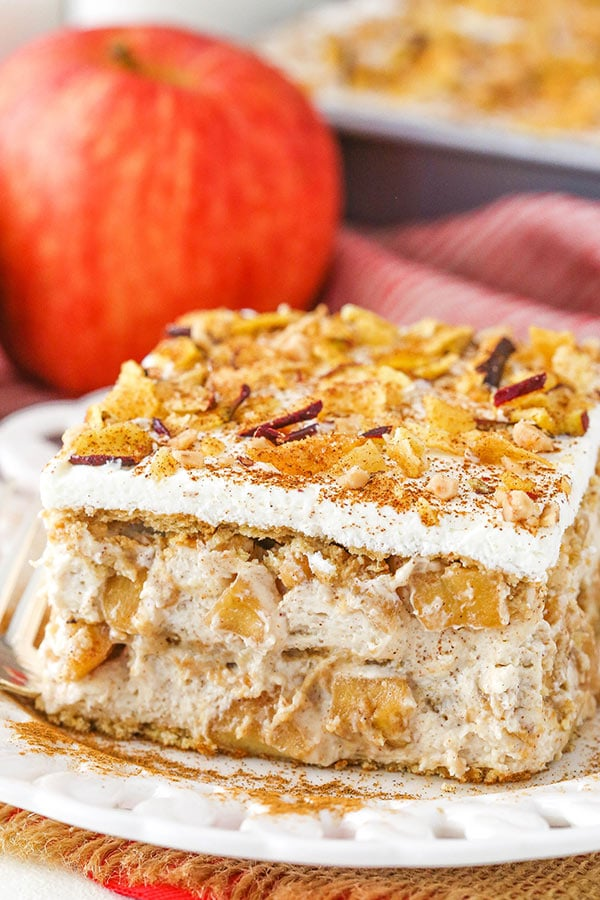 Cinnamon Apple Icebox Cake - layers of cinnamon apples, brown sugar mousse and graham crackers!