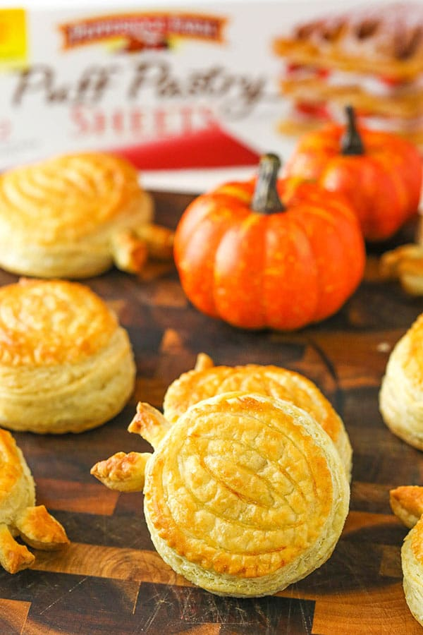 Pumpkin Spice Pumpkins - a fun and easy pastry for fall and the holidays!